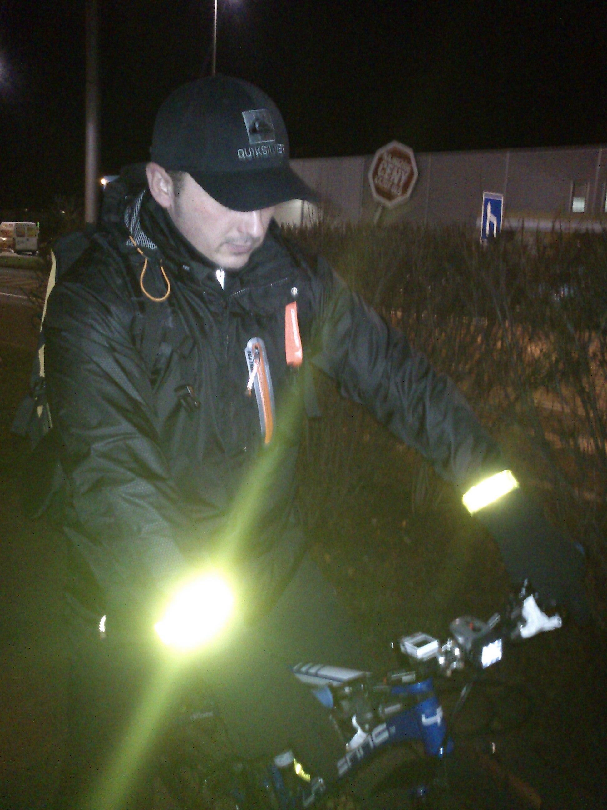 Cyklisti, nezabúdajte na reflexné pásiky