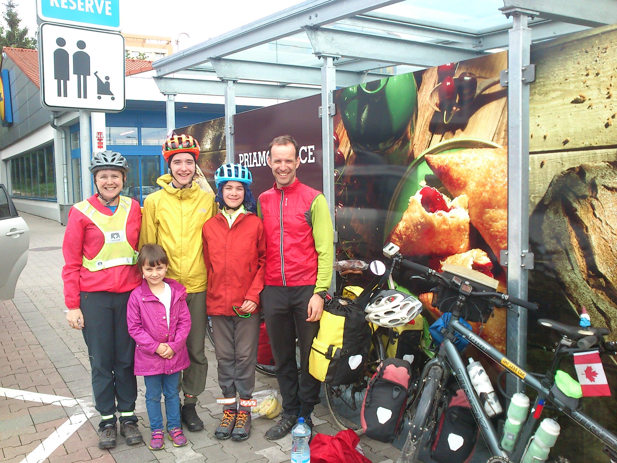 Kanadská cyklorodinka na svojom putovaní Európou navštívila Žilinu