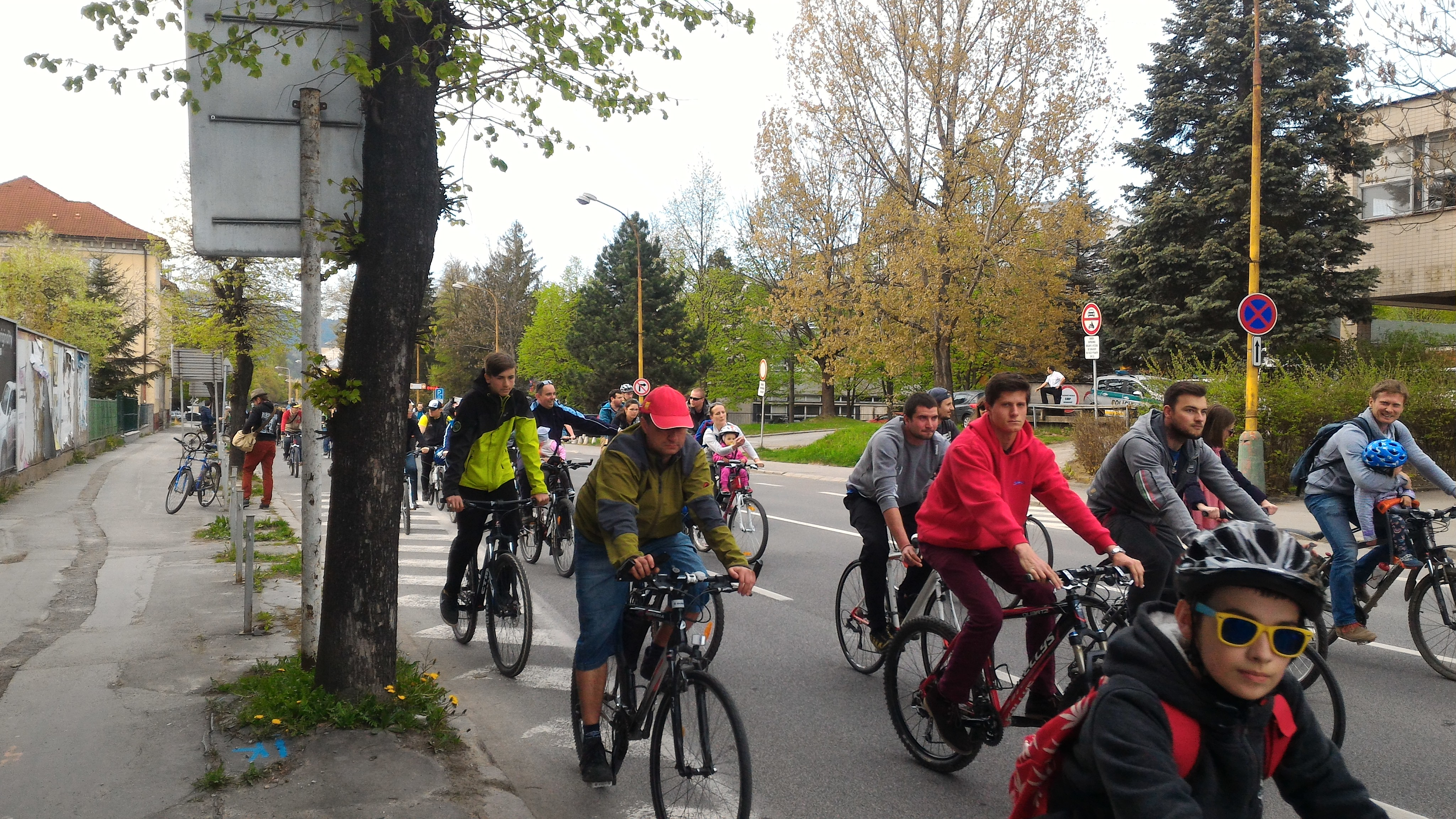 Cyklisti skončili v Banke.
